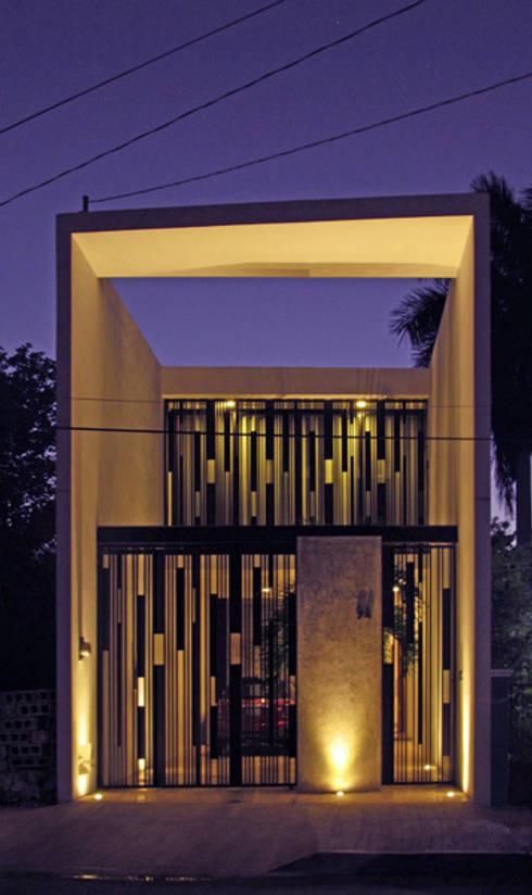 Casas peque as 6 fachadas por arquitectos mexicanos for Fachadas minimalistas de casas pequenas