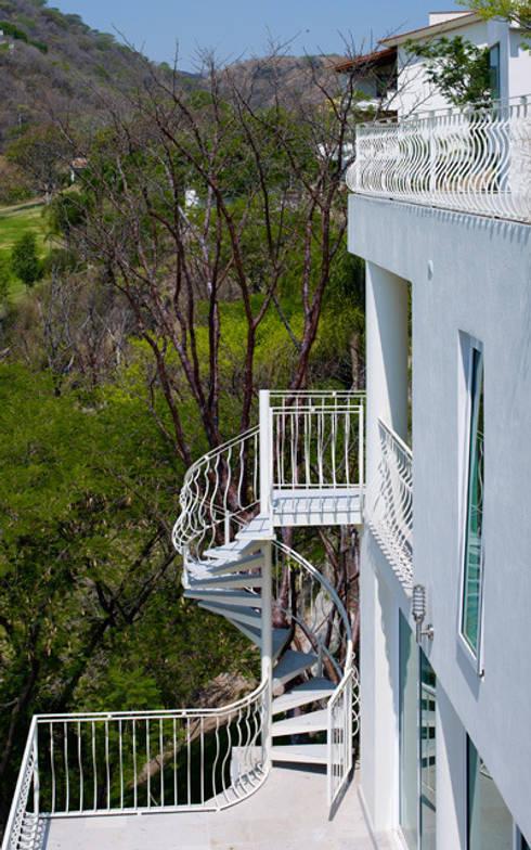 10 barandales de herrer a que har n lucir tu escalera al for Como hacer escaleras de fierro