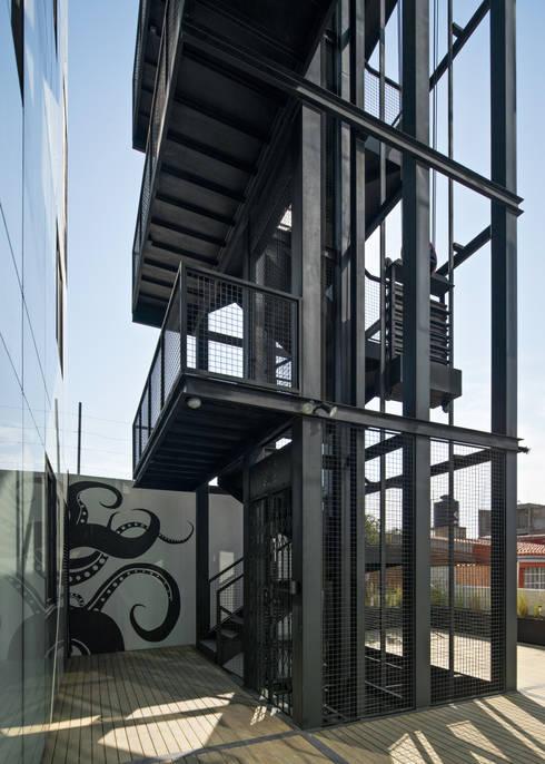 La scala in ferro il centro della casa for Piani di casa con atrio in centro
