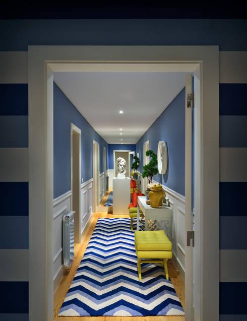 modern Corridor, hallway & stairs by Prego Sem Estopa by Ana Cordeiro