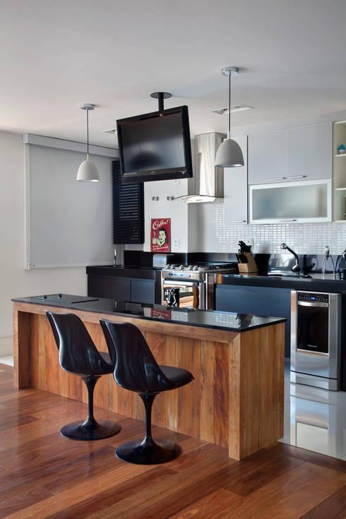 Cocinas de estilo moderno de ASP Arquitetura