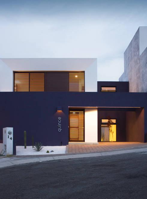 Casas modernas 10 fachadas espectaculares for Viviendas estilo minimalista