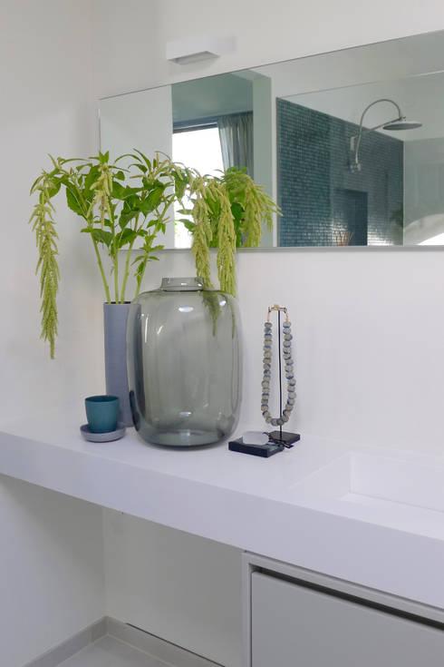 badkamer klein budget: kleine badkamer met bad en douche aangenaam, Badkamer