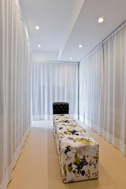 Koloniale stijl in een modern jasje een bijzondere combinatie for Moderne kleedkamer