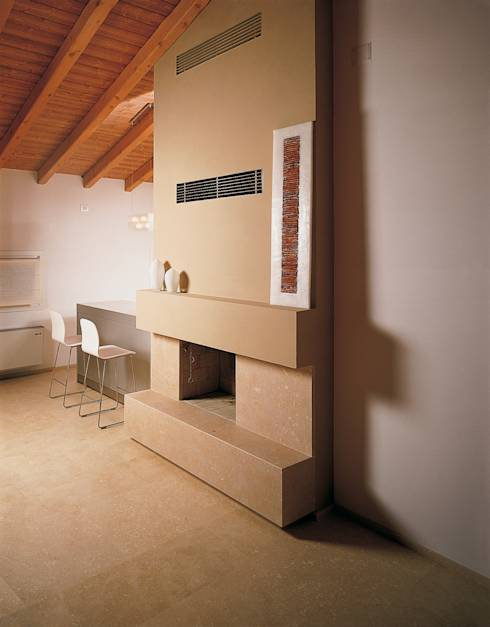 Moderno Con Parete Attrezzata E Rivestimento In Pietra Interior Design ...