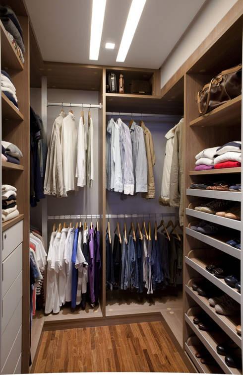 wie kann ich meinen kleiderschrank richtig organisieren. Black Bedroom Furniture Sets. Home Design Ideas