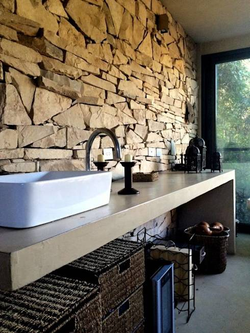 Baños Estilo Country:Motern yet Rustic Bathrooms