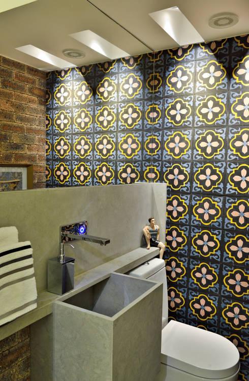 decorar banheiro feio:LAVABO: Banheiros modernos por Edílson Campelo Arquitetura