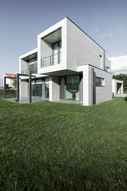 Una villa che sa essere all 39 avanguardia for Piani di garage in stile artigiano