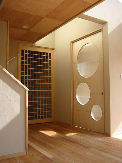Puertas y ventanas de estilo translation missing: ve.style.puertas-y-ventanas.eclectico por 設計工房 A・D・FACTORY 一級建築士事務所
