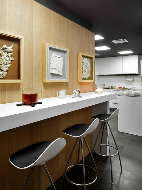 Elegante woning met een eigentijdse stijl - Eigentijdse bar ...