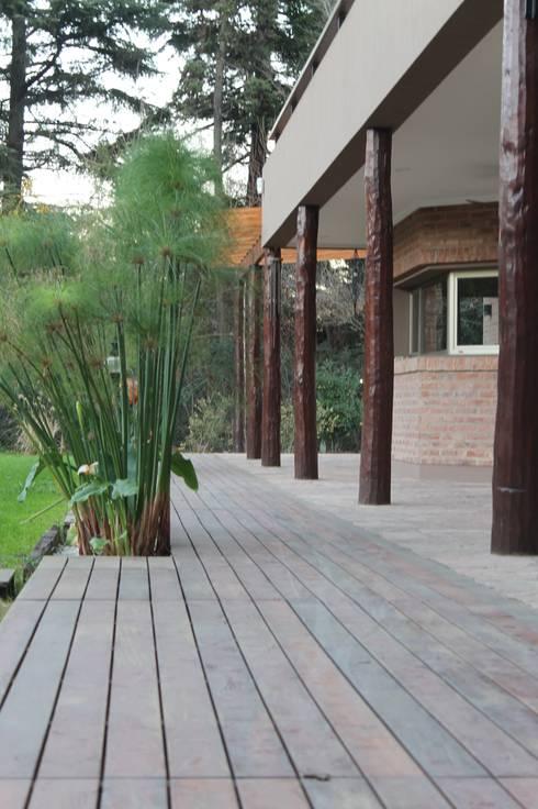 12 ideias de pisos para um quintal perfeito for Pisos galerias exteriores