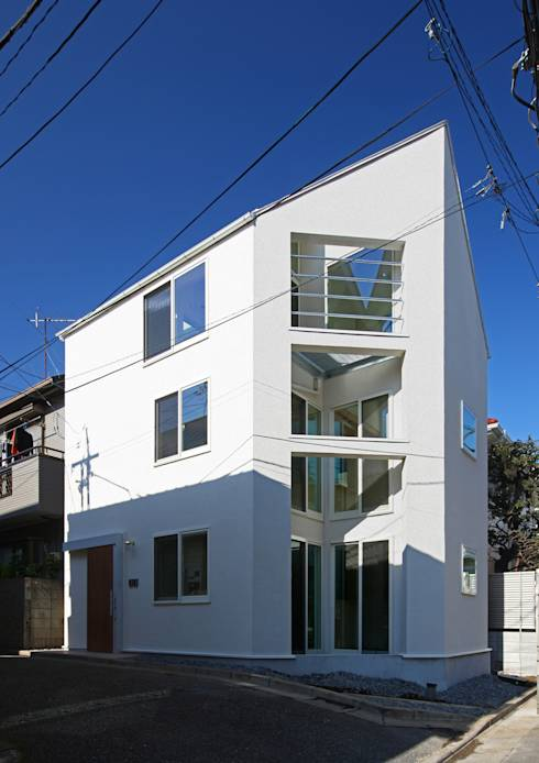작아도 좋다! 쾌적한 실내 분위기를 살린 두 세대를 위한 협소 주택