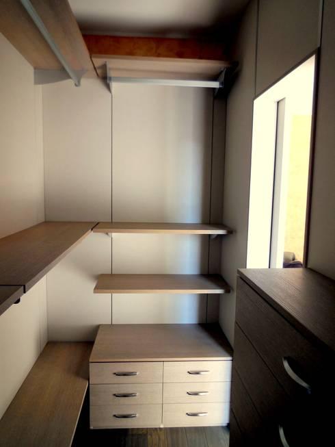 Closets modernos por Falegnemeria Morosi