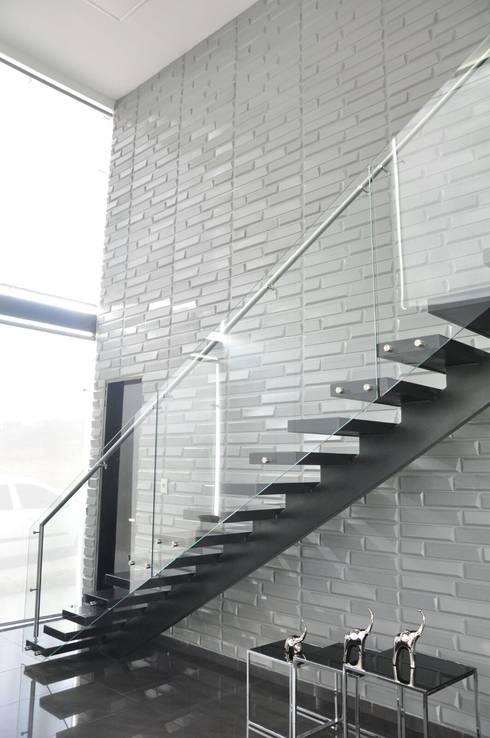 Projekty, translation missing: pl.style.korytarz-przedpokój-i-schody.nowoczesny Korytarz, przedpokój i schody zaprojektowane przez Decoespacios