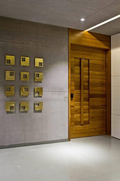 moderne Fenster & Tür von Neogenesis+Studi0261