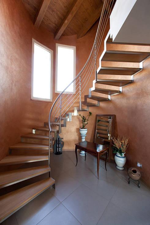 18 dise os de escaleras que se ver n geniales en casas for Escaleras interiores de casas pequenas