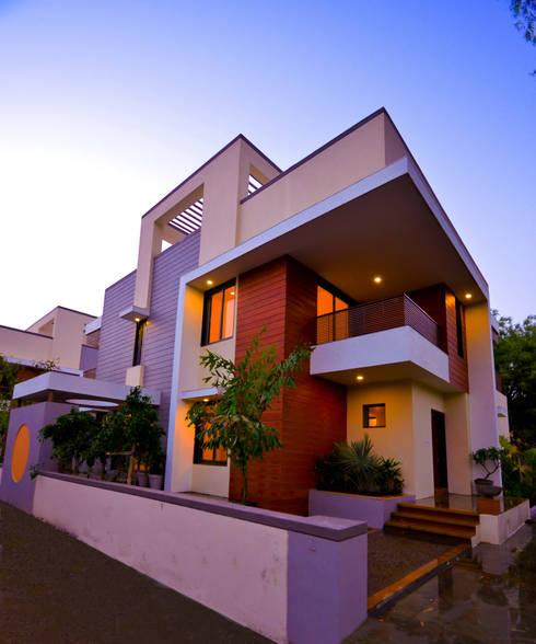 Krishna Villa: modern Houses by Maulik Vyas Architects