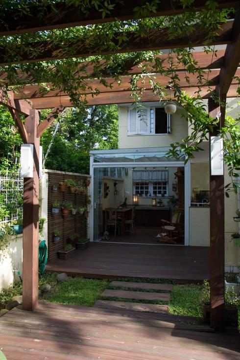 Terrazas  de estilo translation missing: cl.style.terrazas-.rustico por Expace - espaços e experiências