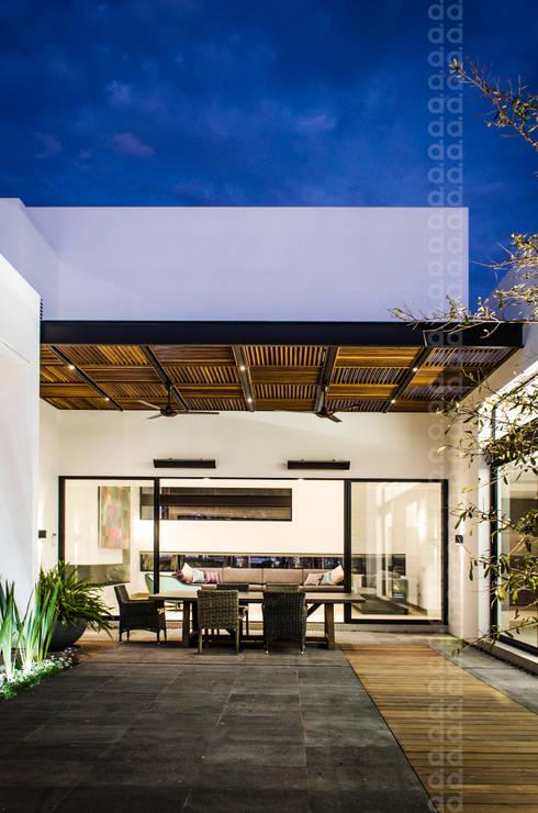Terrazas  de estilo translation missing: cl.style.terrazas-.moderno por ADI / arquitectura y diseño interior