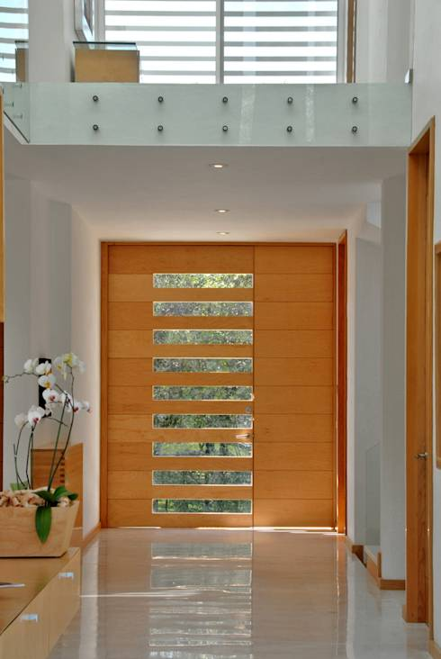 11 puertas principales de madera espectaculares for Puertas principales de casas