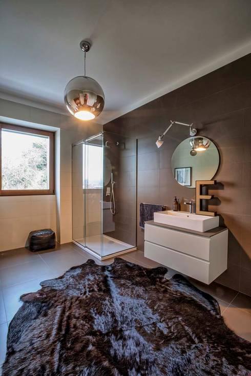 Interior with garden: Bagno in stile in stile Moderno di mg2 architetture
