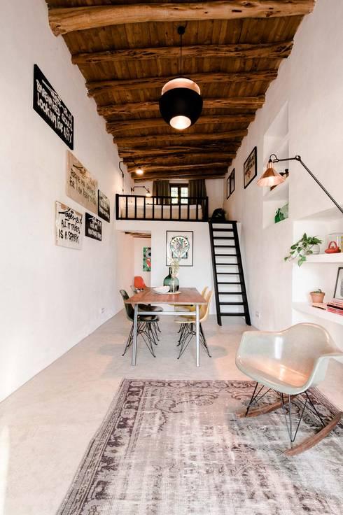 Гостиная в translation missing: ru.style.Гостиная.sredizemnomorskiy. Автор - Ibiza Interiors - Nederlandse Architect Ibiza