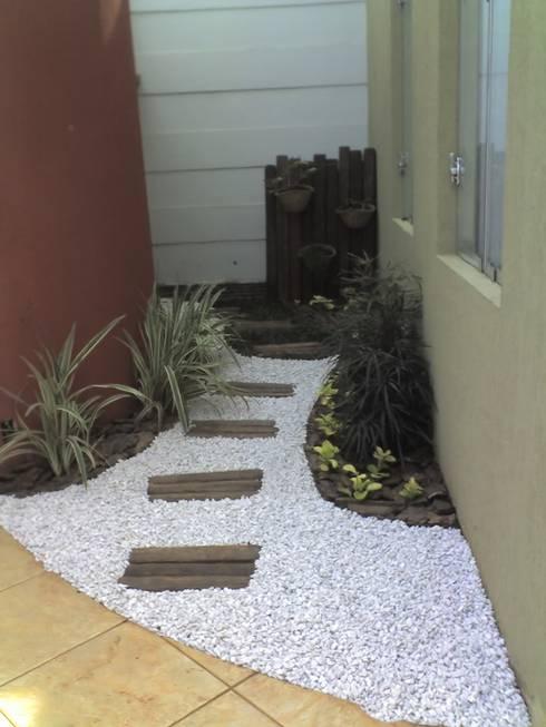 25 jardins pequenos para entradas e passagens que o v o for Jardines redondos pequenos