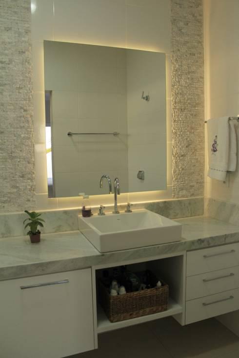 translation missing: tw.style.浴室.minimalist 浴室 by canatelli arquitetura e design
