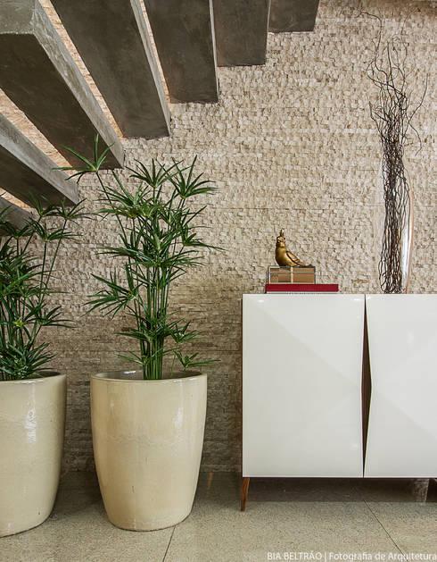 Salas de estar clássicas por Cris Nunes Arquiteta