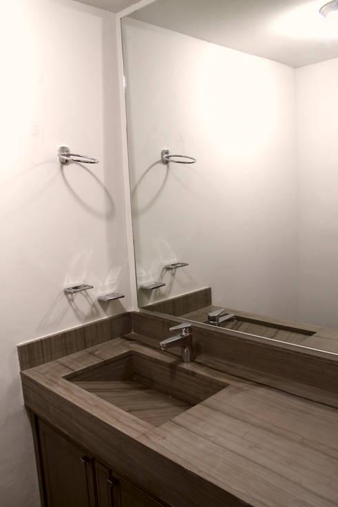 modern Bathroom by Superficie Actual
