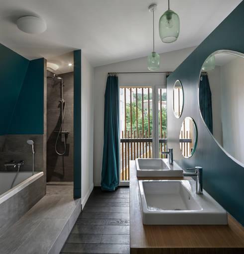 moderne Badezimmer von agnès&agnès architecture