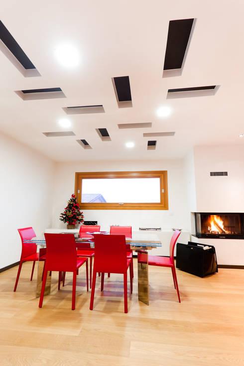 BM HOUSE: Sala da pranzo in stile in stile Moderno di SANSON ARCHITETTI