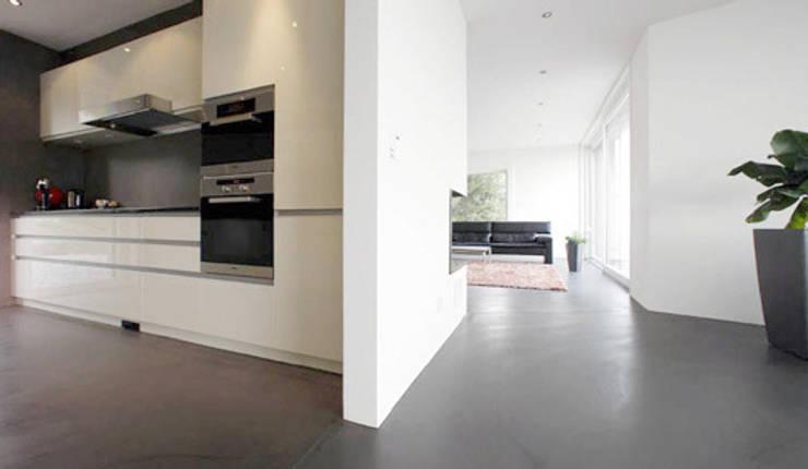 Fugenloser zementboden moderne wohnzimmer von fugenlose mineralische