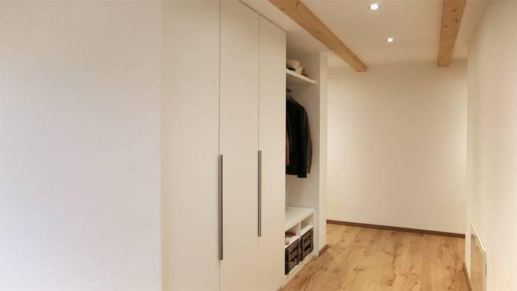 einbauschr nke stauraum nach ma. Black Bedroom Furniture Sets. Home Design Ideas