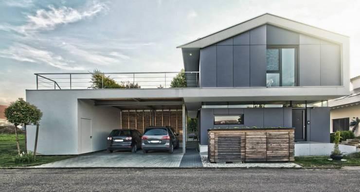 Modern und familienfreundlich ein perfektes zuhause for Architektur einfamilienhaus satteldach