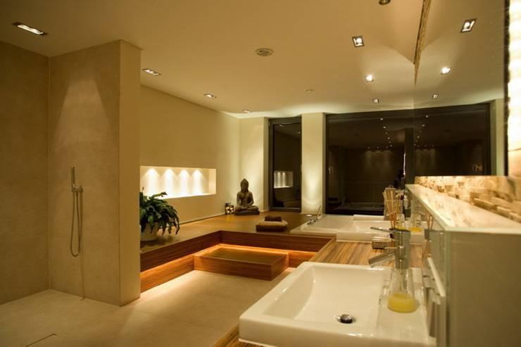 Ubicacion Baño Segun Feng Shui:Baños de estilo moderno de ligthing & interior design