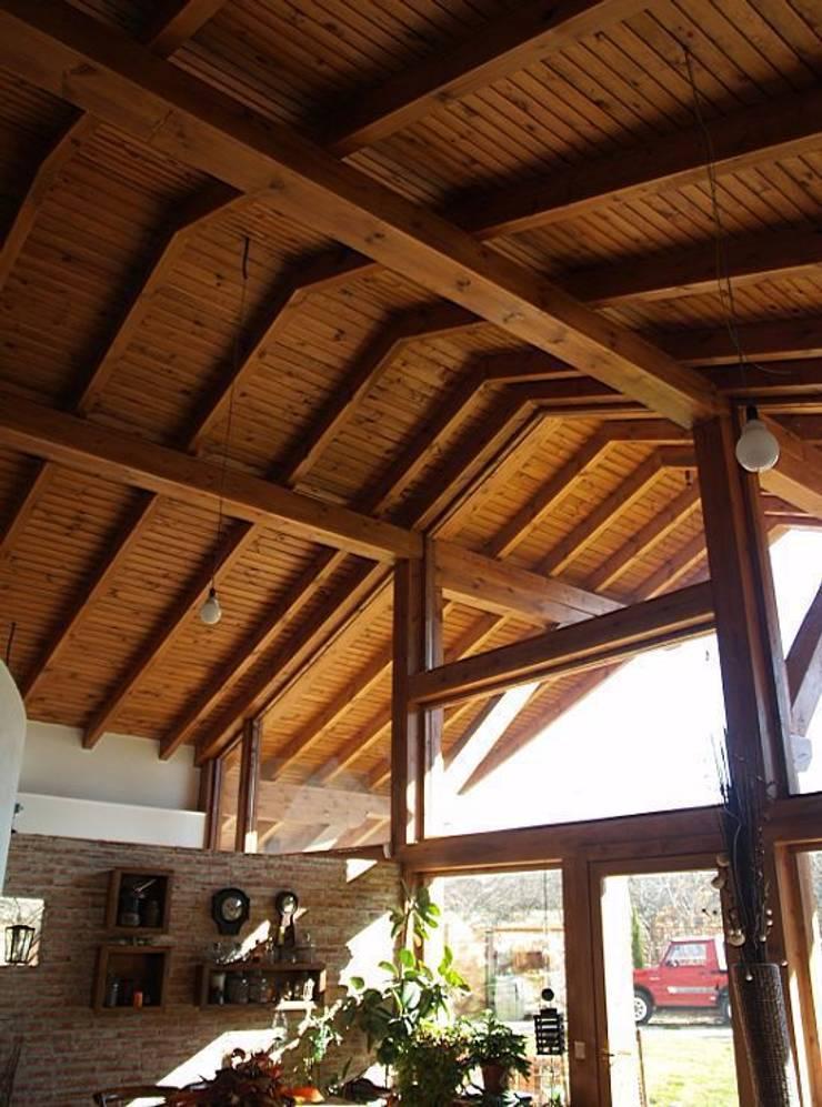 La casa del tejado hasta el suelo becerril de la sierra for Tejado de madera madrid