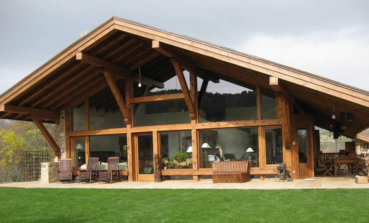 La casa del tejado hasta el suelo becerril de la sierra madrid de manuel monroy arquitecto - La casa en el tejado ...