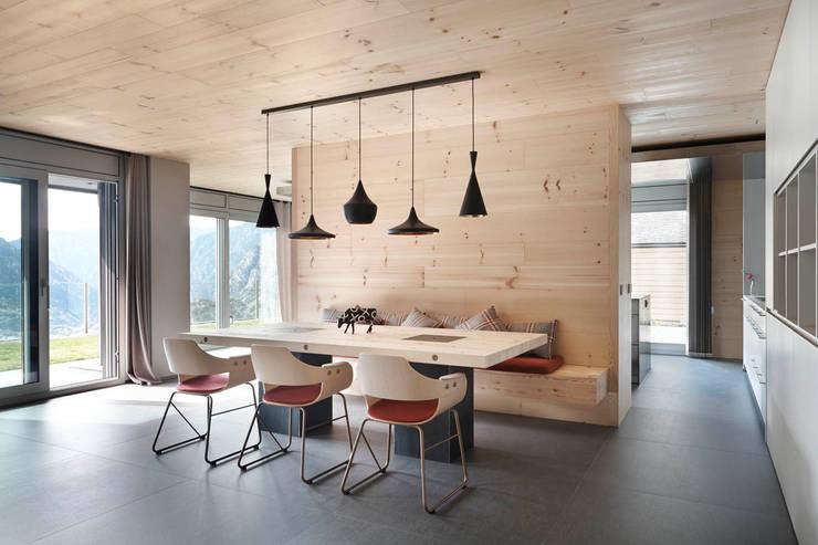 Salas de jantar escandinavas por Coblonal Arquitectura
