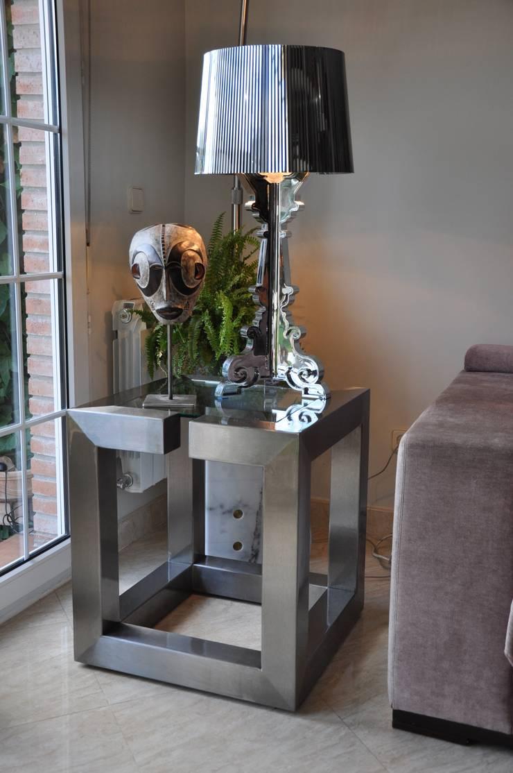 L nea alto dise o mesas de comedor de gonzalo de salas - Mesas auxiliares modernas ...