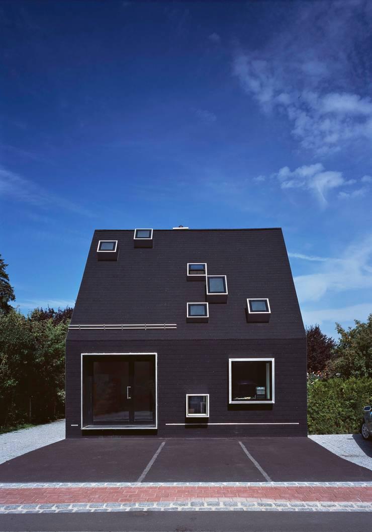 das schwarze haus von peter haimerl architektur homify. Black Bedroom Furniture Sets. Home Design Ideas