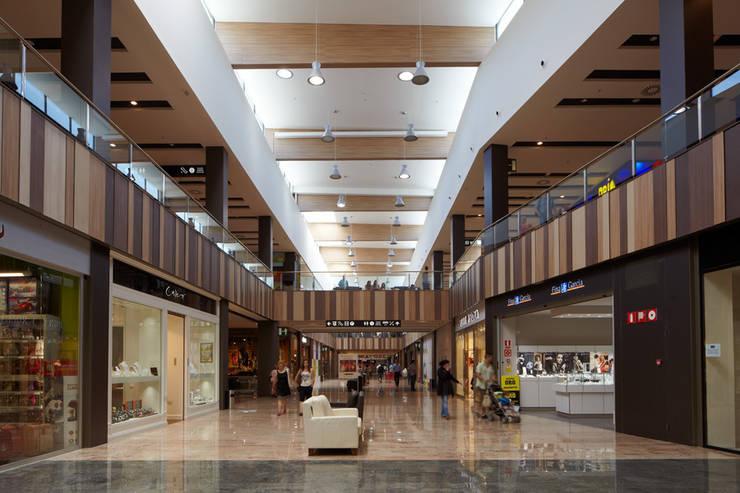 centro comercial gran jonquera de octavio mestre arquitectos homify. Black Bedroom Furniture Sets. Home Design Ideas