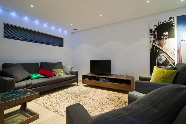 moderne Wohnzimmer von Boutique Modern Ltd