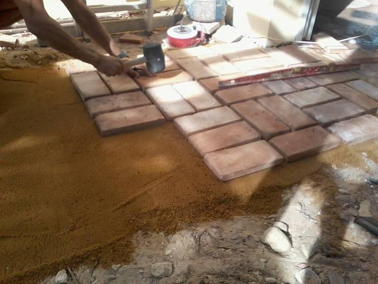 10 fabulosas ideas para decorar tu patio con piedra y adoqu n - Paneles imitacion piedra bricodepot ...