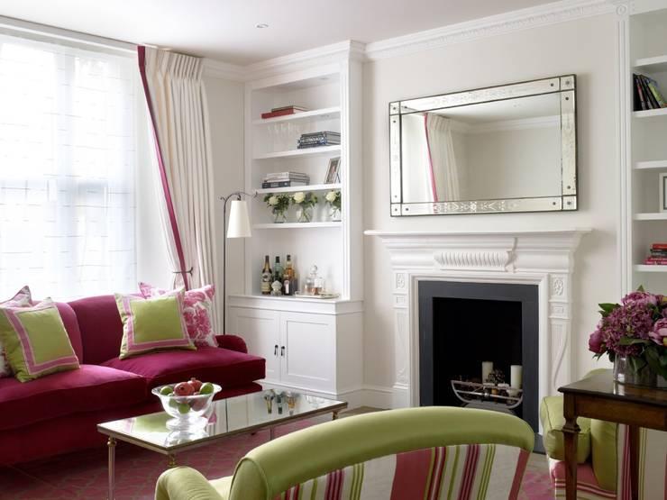 Salas de estar com rosa choque Small victorian living room ideas