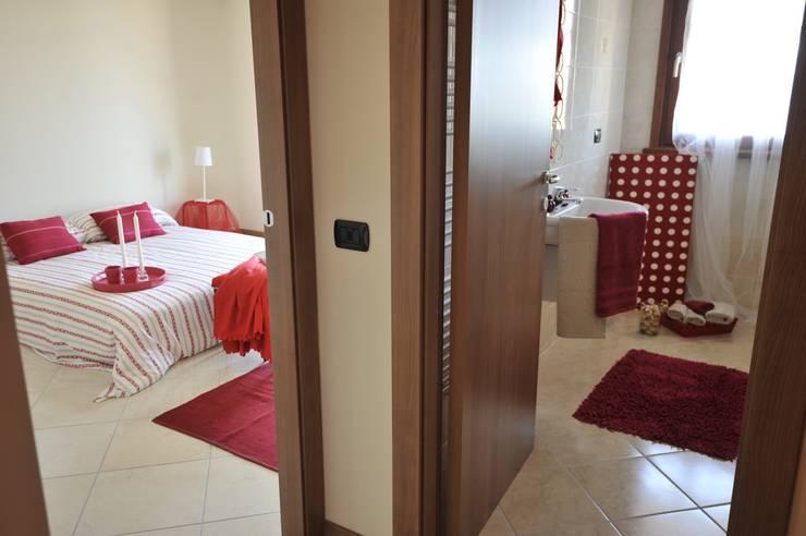 home staging en rouge et blanc. Black Bedroom Furniture Sets. Home Design Ideas