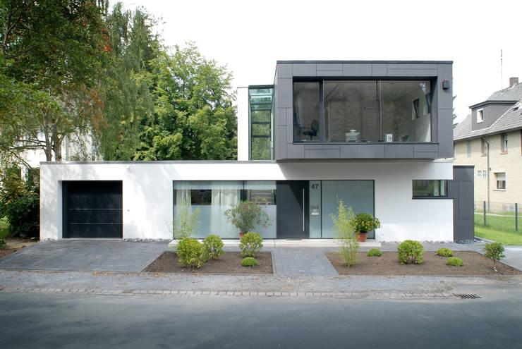 raffiniertes einfamilienhaus mit klasse. Black Bedroom Furniture Sets. Home Design Ideas