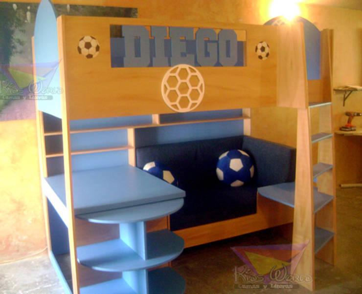 Cama alta con salita Recámaras de estilo moderno por camas y literas