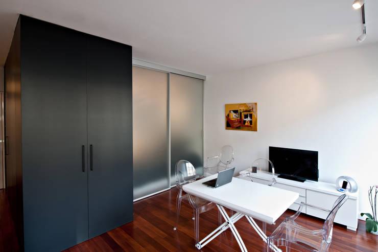 un appartamento concentrato in pochi metri quadrati. Black Bedroom Furniture Sets. Home Design Ideas